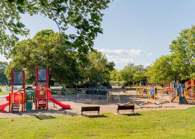 Parc et espace de jeux pour enfants près de Westbury Montréal